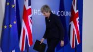 Theresa May verlässt am 21. März eine Pressekonferenz  im Rahmen des EU-Gipfels in Brüssel
