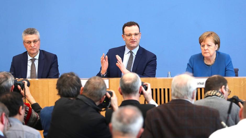 Die Freien Demokraten übten schon vor dem Auftritt der Bundeskanzlerin in der Pressekonferenz Kritik am Umgang Merkels mit der Coronavirus-Krise.