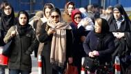 Schon Mädchen im Alter von neun Jahren sind in Iran gesetzlich dazu verpflichtet, sich zu verhüllen.