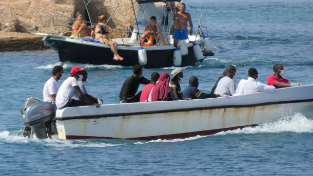 Sizilien will Aufnahmezentren für Migranten schließen