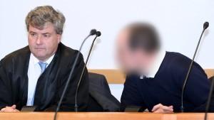 Pädophiler Kinderarzt zu fast 13 Jahren Haft verurteilt