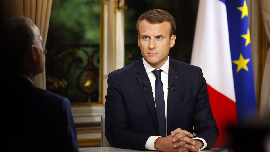 """""""Ich werde hier unerbittlich sein"""" sagte Macron in einem Interview den TV-Sendern TF1 und LCI."""