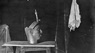 Entdeckt oder geraubt? Bronzekopf aus Ile-Ife in Nigeria, fotografiert wahrscheinlich von Leo Frobenius um 1911
