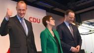 Noch sind es drei: Annegret Kramp-Karrenbauer mit Friedrich Merz und Jens Spahn am Donnerstagabend in Bremen