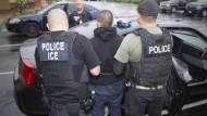 Amerikanische Einwanderungsbehörde führt Festnahme durch