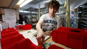 Ein Ferienjobber beim Legostein-Händler.
