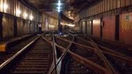 Die U-Bahn-Tunnel in Frankfurt wurden von dem Chef der Verkehrsgesellschaft VGF für einen Besuch geöffnet.