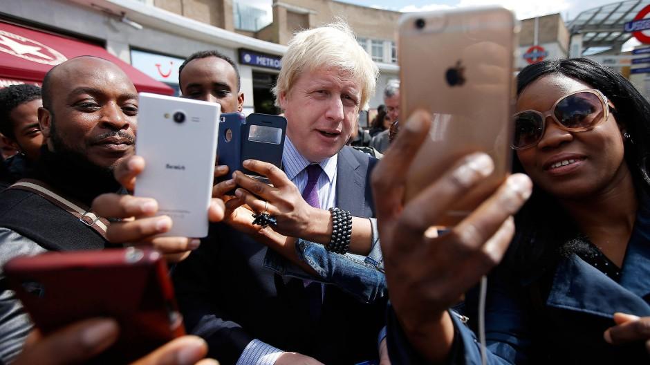 Boris Johnson im April im Wahlkampf in seinem Wahlbezirk Uxbridge