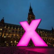 Wahlkreuz vor dem Rathaus in Hamburg