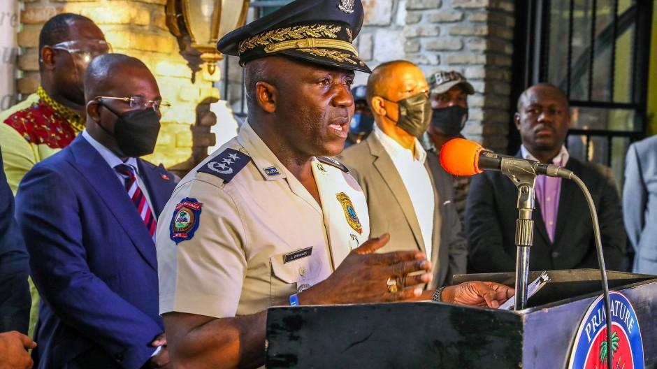 Pressekonferenz von Haitis Interimspolizeichef Léon Charles