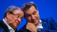 Werden als potentielle Kanzlerkandidaten gehandelt: Markus Söder (CSU, r.) und Armin Laschet (CDU)
