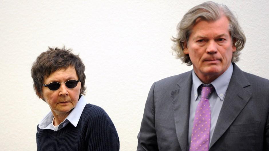 Verena Becker mit ihrem Anwalt Hans Wolfgang Euler am Dienstag im Oberlandesgericht in Stuttgart