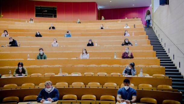 Zahl der Studienkredite steigt sprunghaft