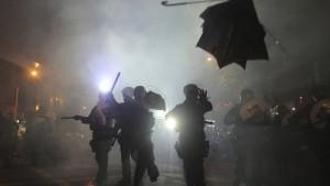 Viele Verletzte nach Attacke von Schlägertrupp in Hongkong