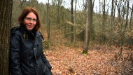 Der Natur nahe: Anke Ziehm will eine Schule im Kelkheimer Wald eröffnen.