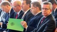 Innenminister wirbt für stärkere Zusammenarbeit der Geheimdienste