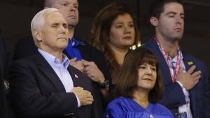 Vize-Präsident Pence verlässt Stadion, weil Spieler aus Protest knieten