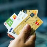 Immer mehr Deutsche zücken die Karte – und seltener den Geldbeutel mit den Münzen und Scheinen.