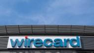 Der Schriftzug von Wirecard an der Unternehmenszentrale des Zahlungsdienstleisters.