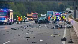 Ursache für Unfall mit vier Toten auf der A5 weiter unklar