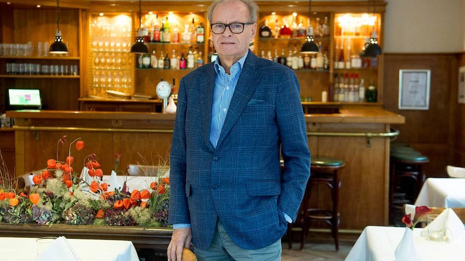Hans Burkhard Ullrich, Besitzer des Hotels Kronenschlösschen in Hattenheim, wehrt sich gegen Verdächtigungen seiner Versicherung.