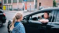 Nein sagen: Trainer Jörg Fröhlich zeigt Kindern, wie wichtig es sein kann, unhöflich zu sein.
