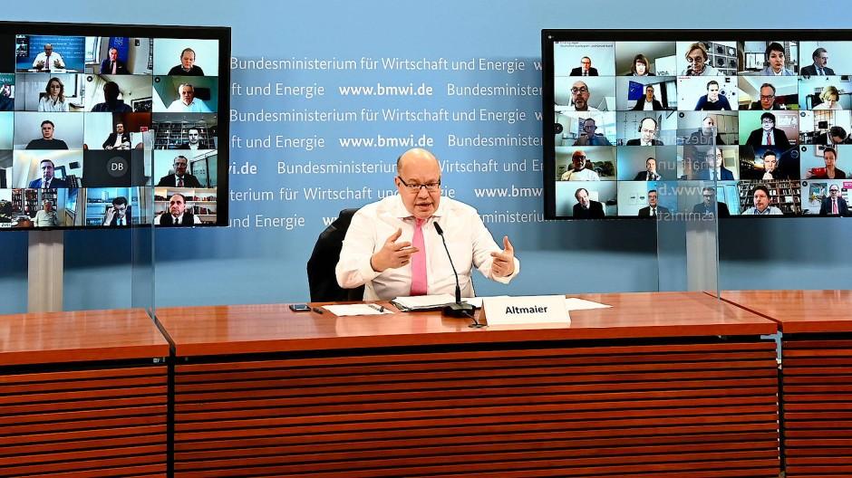 Bundeswirtschaftsminister Peter Altmaier (CDU) beim virtuellen Wirtschaftsgipfel mit 40 Verbänden