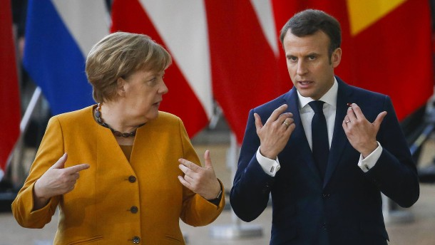Merkel überlässt Macron die Bühne