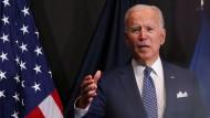 Joe Biden am Dienstag bei einem Besuch am Amtssitz von Geheimdienstkoordinatorin Avril Haines in McLean