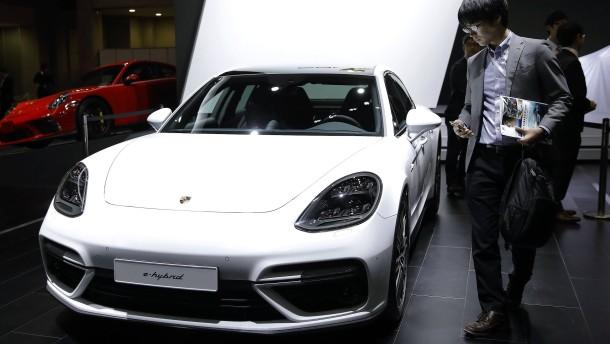 Kabel angeschlossen, Porsche explodiert