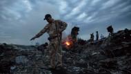 Schreckensbild an der Unglücksstelle von Flug MH17