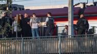 Einsatz am Gleis: Bundespolizisten nach den Tumulten am Bahnhof Niederrad