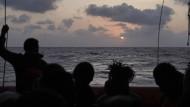 "Flüchtlinge an Bord des Rettungsschiffs ""Ocean Viking"""