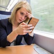 Mit dem Smartphone im Zug: Das Handynetz ist nicht überall gut ausgebaut.