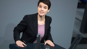 AfD verklagt Frauke Petry