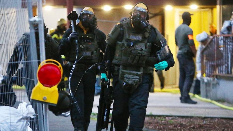 SEK-Beamte stürmten im vergangenen Juni die Wohnung von Sief Allah H. in Köln-Chorweiler.