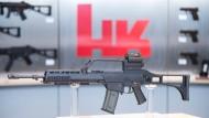 Das Sturmgewehr G36 in einem Ausstellungsraum des Waffenherstellers Heckler & Koch.