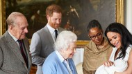 Im Mai 2019 präsentieren Herzogin Meghan und Prinz Harry ihren Sohn Archie der Queen und dem Rest der Welt.