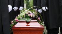 Wer bekommt das SIlber? Nach dem Tod von Angehörigen gibt es leider oft große Unstimmigkeiten unter den Erben.