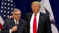 """Trump will """"Amerikas härtesten Sheriff"""" begnadigen"""