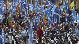 Zehntausende Schotten demonstrieren für Unabhängigkeit