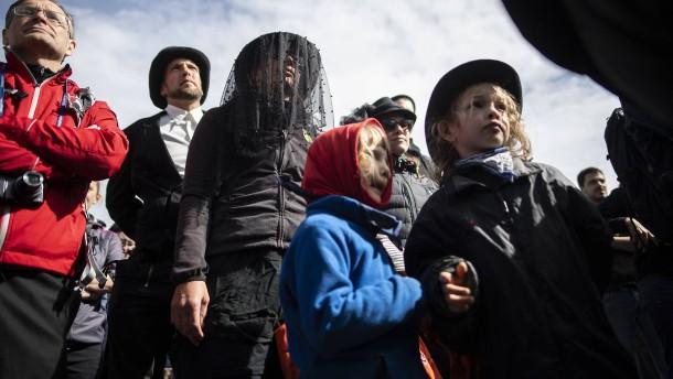Trauerzeremonie für einen Gletscher