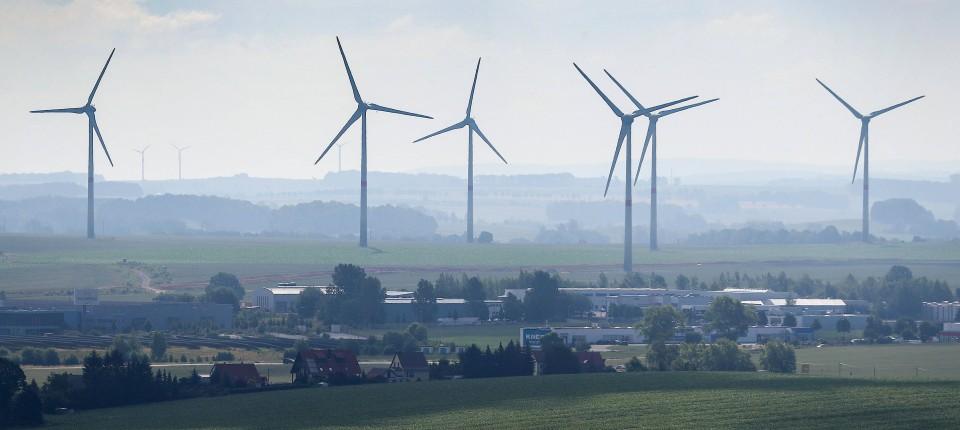 Freiberg in Sachsen: Bedrohlich nah an der Wohnbebauung? Windräder werden zunehmend zum Ärgernis für Anwohner.