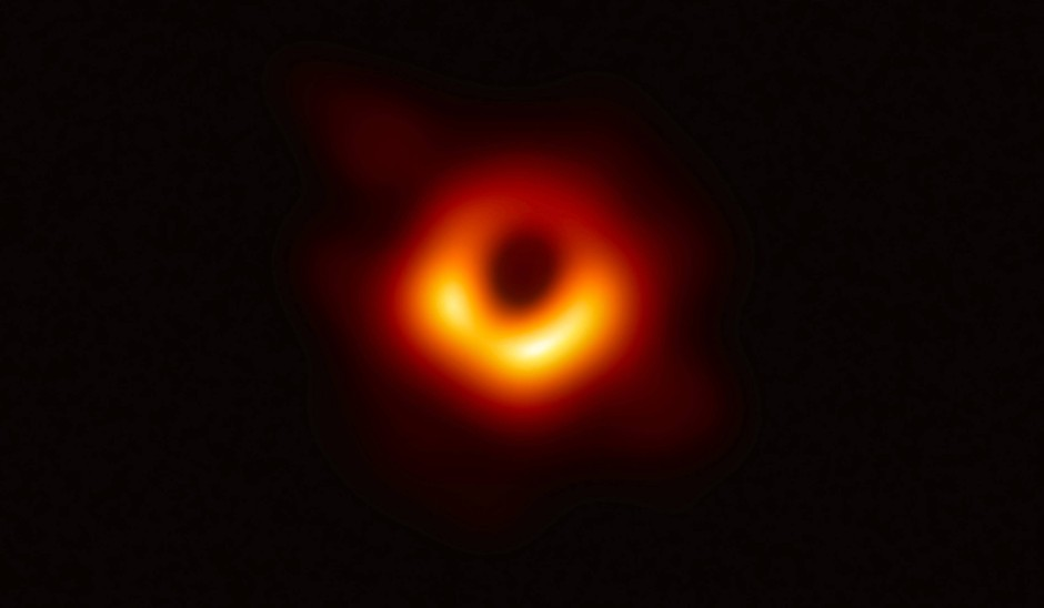 Der Bereich des Beobachtbaren hat sich mit diesem Bild eines Schwarzen Lochs, aufgenommen durch das EHT, erneut erweitert.