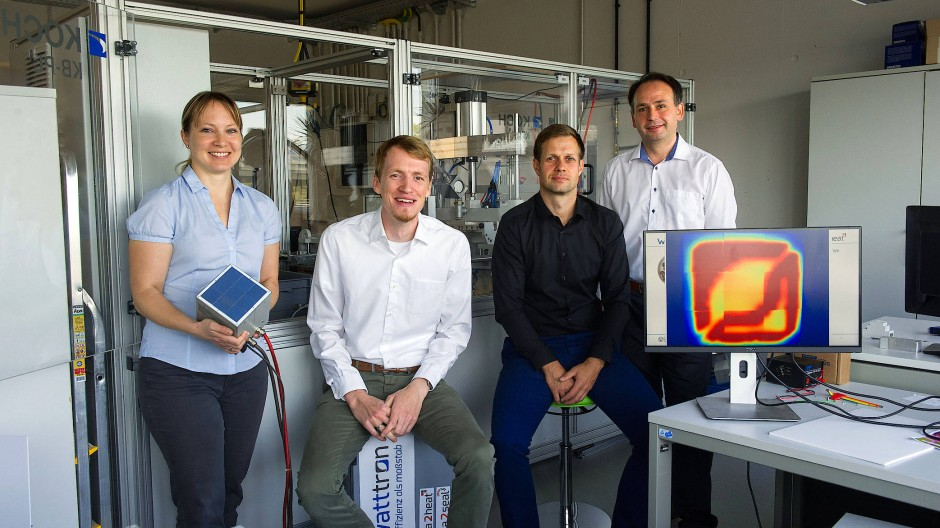 Bei Watttron in Freital (von links): Michaela Wachtel, Markus Stein, Ronald Claus von Nordheim, Sascha Bach sind die Gründer des Unternehmens