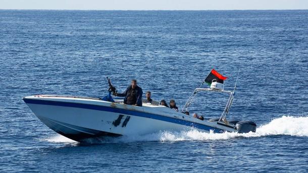 Libysche Einsatzkräfte bedrohen Seenotretter mit Warnschüssen