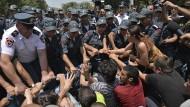 Proteste gegen Erhöhung von Strompreisen dauern an
