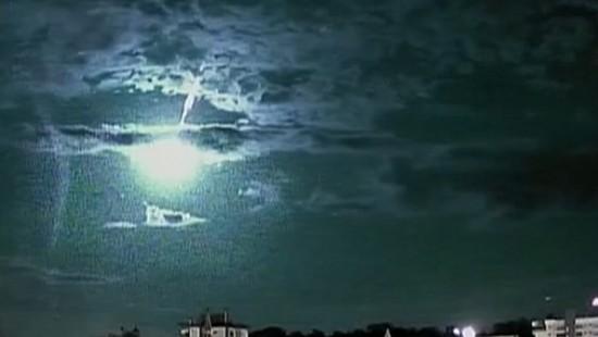 Meteorit verglüht über Brasilien