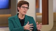 CDU-Vorsitzkandidatin Annegret-Kramp Karrenbauer bei Anne Will