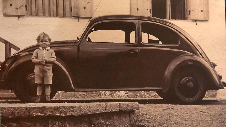 Alles begann für klein Hans-Peter mit dem Urwagen vom Großvater Ferdinand Porsche.